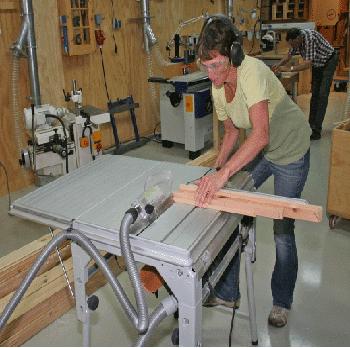 cursus meubelmaken met tafelcirkelzaag en bovenfrees
